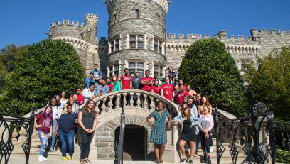 通往成功之路 students pose in front of Grey Towers Castle